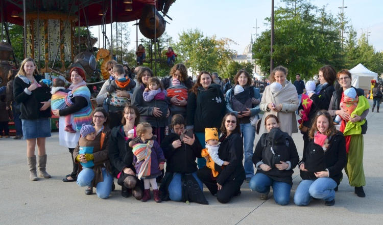 balade des bébés portés et flash mob des bébés portés nantes loire atlantique